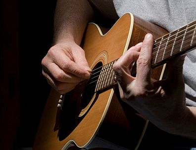 Students wanted for free basic guitar lessons through Madison Free Skool